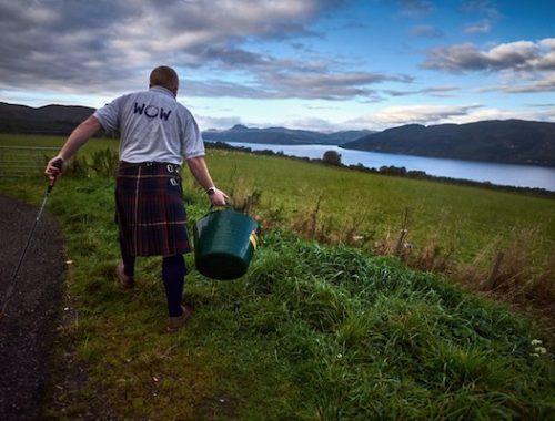 WOW Scotland - team pick up litter